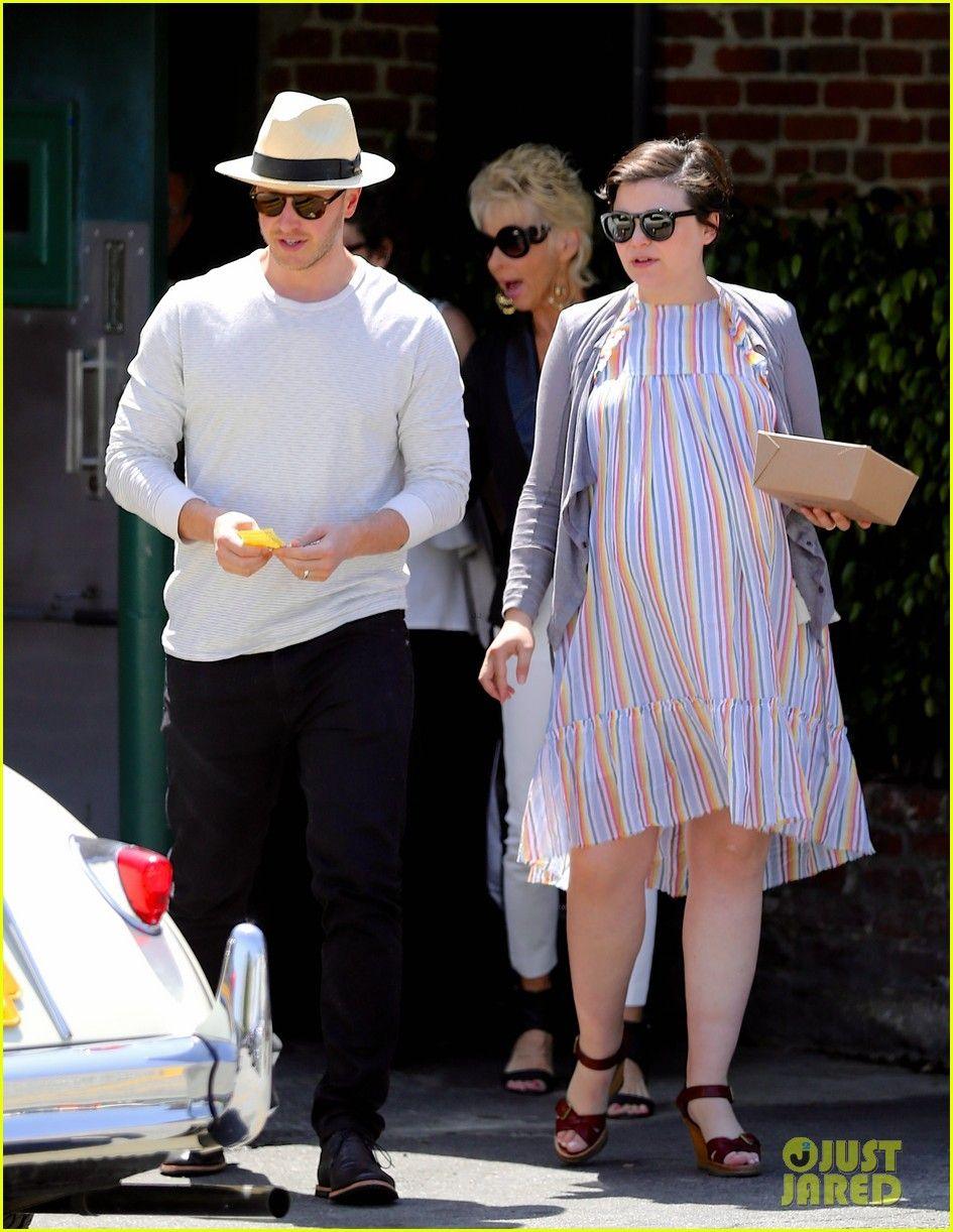 Ginnifer Goodwin Carries Some Food To Go After Having Lunch At Musso Frank Grill On