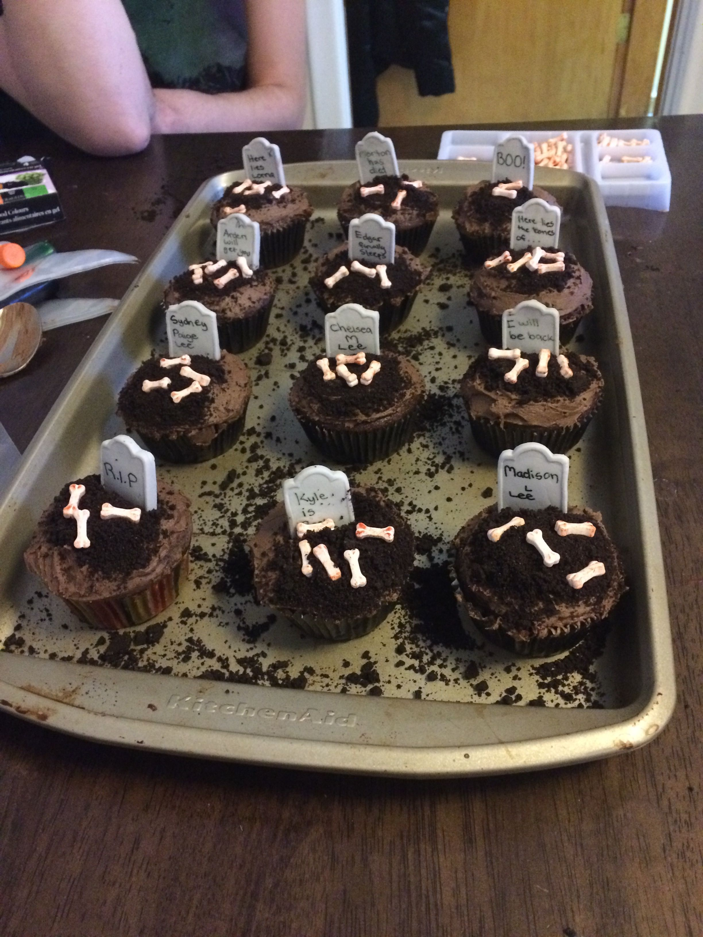 Grave cupcakes