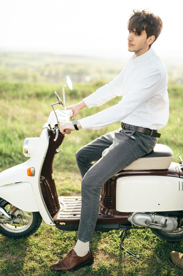 Groom to be ride on Vespa | fabmood.com #wedding #weddingportrait #engagementsession #countryside