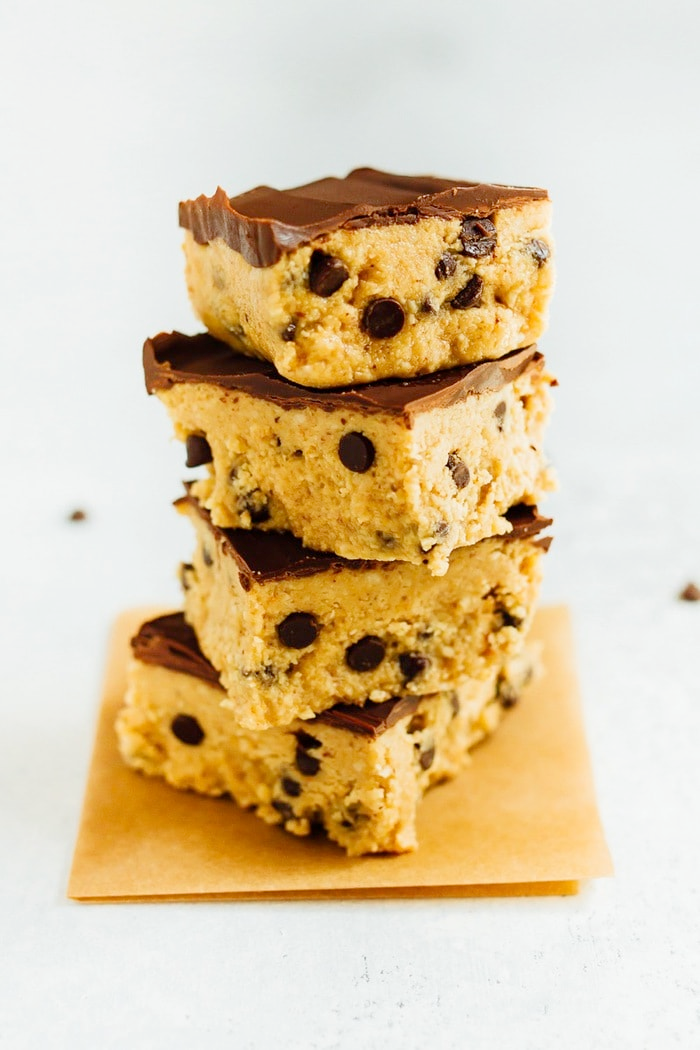 Healthy Cookie Dough Bars #healthycookiedough Healthy No Bake Cookie Dough Bars! These bars have a base of grain-free chocolate chip cookie dough topped with layer of melted vegan chocolate. #cookiedough #vegancookiedough