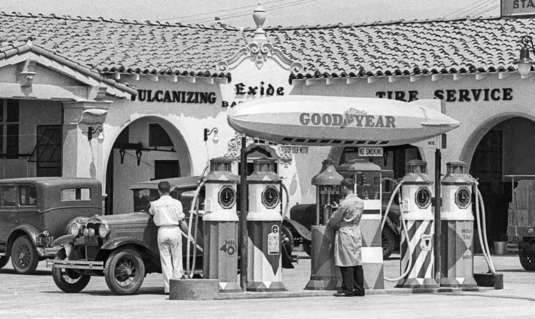 Goodyear Tire Store And Gas Station At South La Brea Ave And West 2nd St Los Angeles Circa 1931 In 2020 Old Gas Stations Gas Station Petrol Station