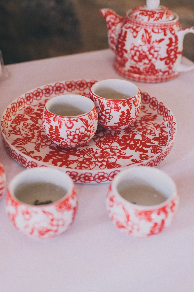 A Meeting Of Two Worlds Gallery Rock My Wedding Uk Wedding Planning Directory Chinese Tea Set Chinese Wedding Tea Ceremony Chinese Tea Ceremony
