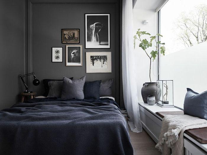 dunkelgraue Wände im Schlafzimmer, Bett in der linken Ecke, dunkle - folie für badezimmerfenster
