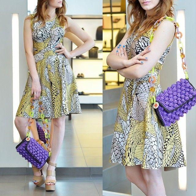 : Платье ISSA, 37 650 руб. Сумка M Missoni, 20 850 руб. Босоножки Chloe, 32 270 руб.