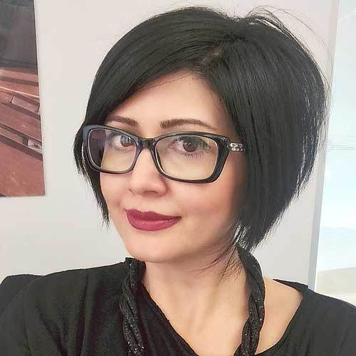 50 Trendy Inverted Bob Haircuts short side-parted