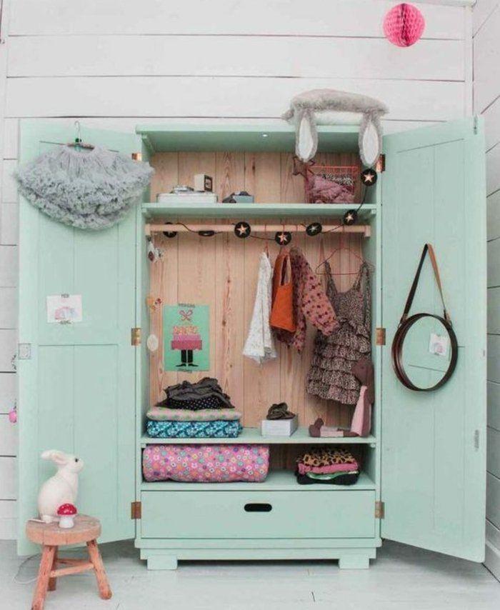 1001 id es pour relooker une armoire ancienne armoires verts parquet blanchi et armoire ancienne. Black Bedroom Furniture Sets. Home Design Ideas