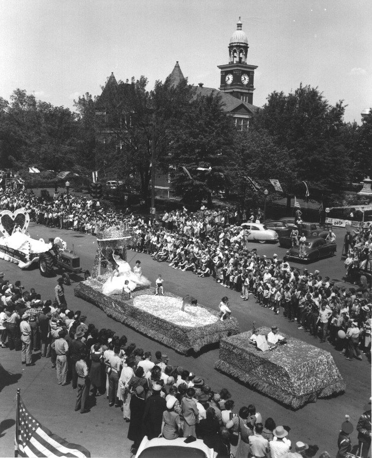 Henry county paris tennessee 1956 featured is a view of the henry county paris tennessee 1956 featured is a view of the worlds biggest fish fry parade as seen on april the 27th of 1956 in downtown paris the publicscrutiny Images