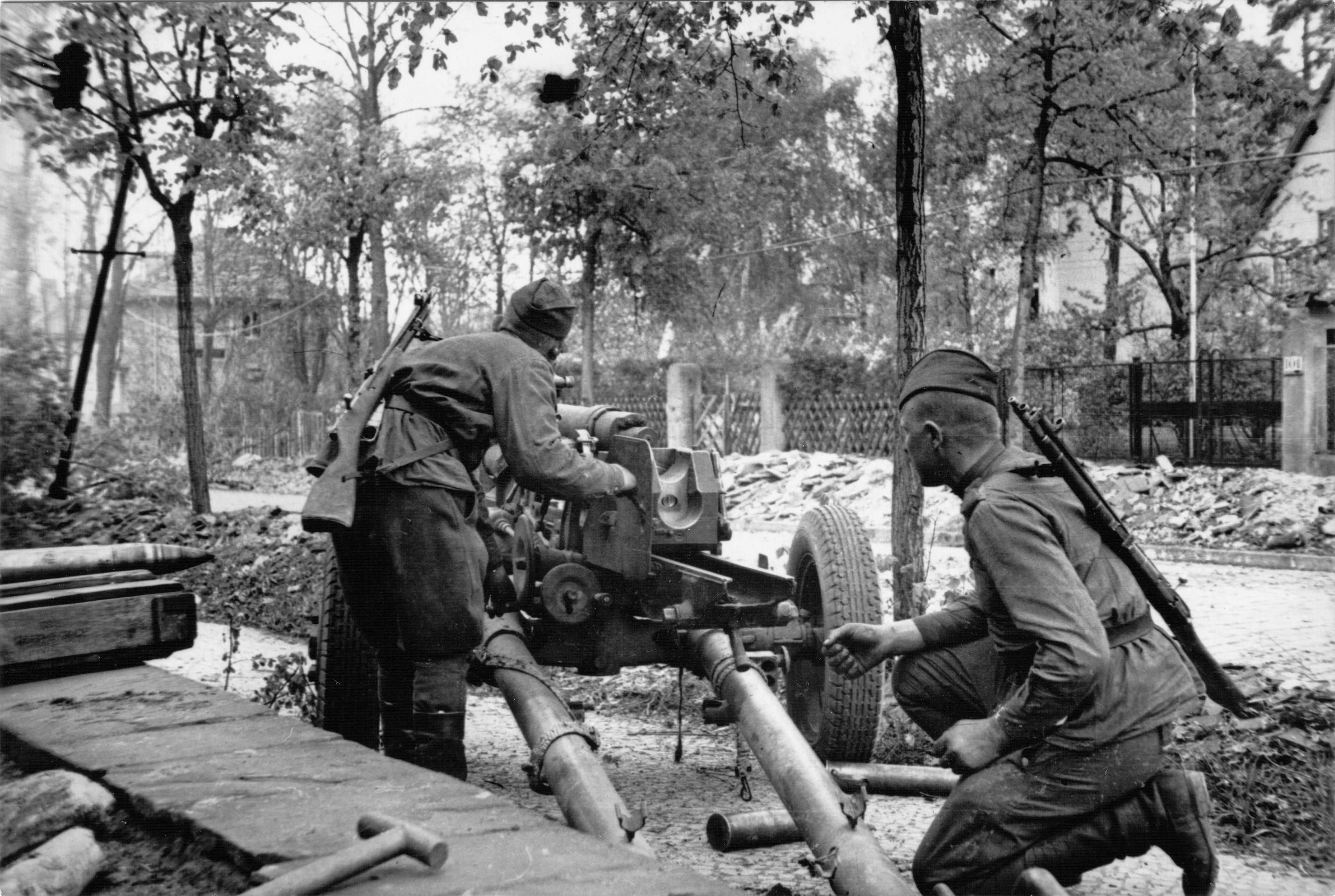 Red Army soldiers fire a light artillery piece in the suburbs of ...