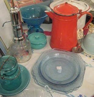 C. Dianne Zweig - Kitsch 'n Stuff: Accent Your Antique Displays with a Splash of Red