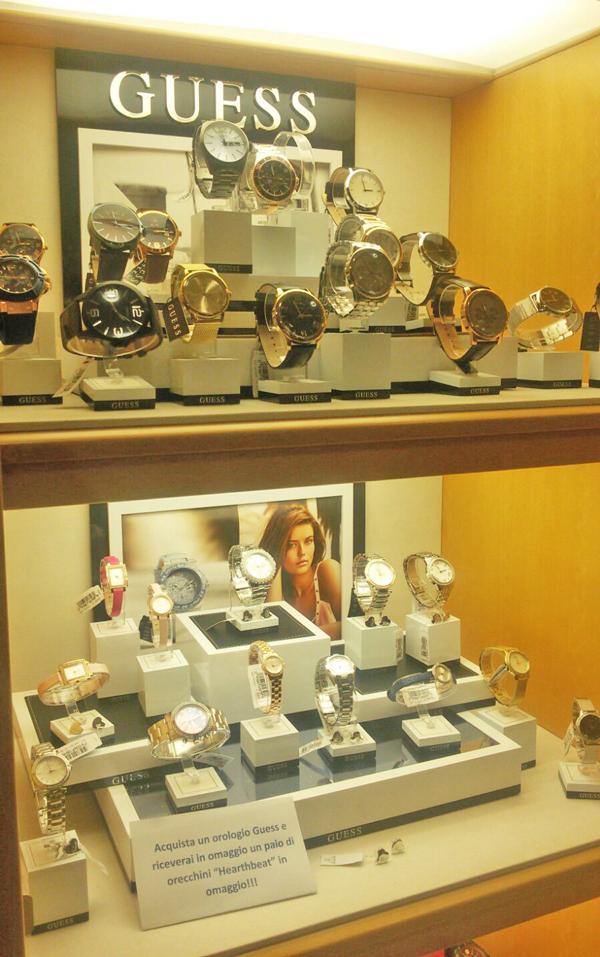 Abbiamo terminato di allestire la nuova vetrina per la #promozione #GUESS.  Acquista un orologio #GUESS e riceverai in omaggio un paio di orecchini Hearthbeat. La promozione è valida fino ad esaurimento scorte, affrettati! Ti aspettiamo in gioielleria  #Cameli #MonteUrano #GUESS