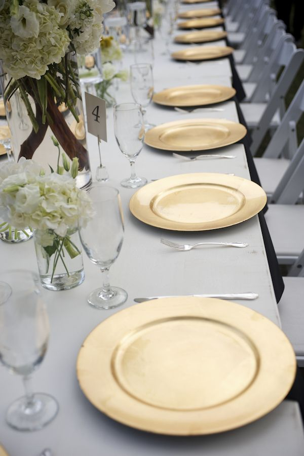 Elegant gold and white table setting - photo by Ashley Garmon Photography | via junebugweddings.com & Classic Southern Wedding at Austin Museum of Art | White table ...