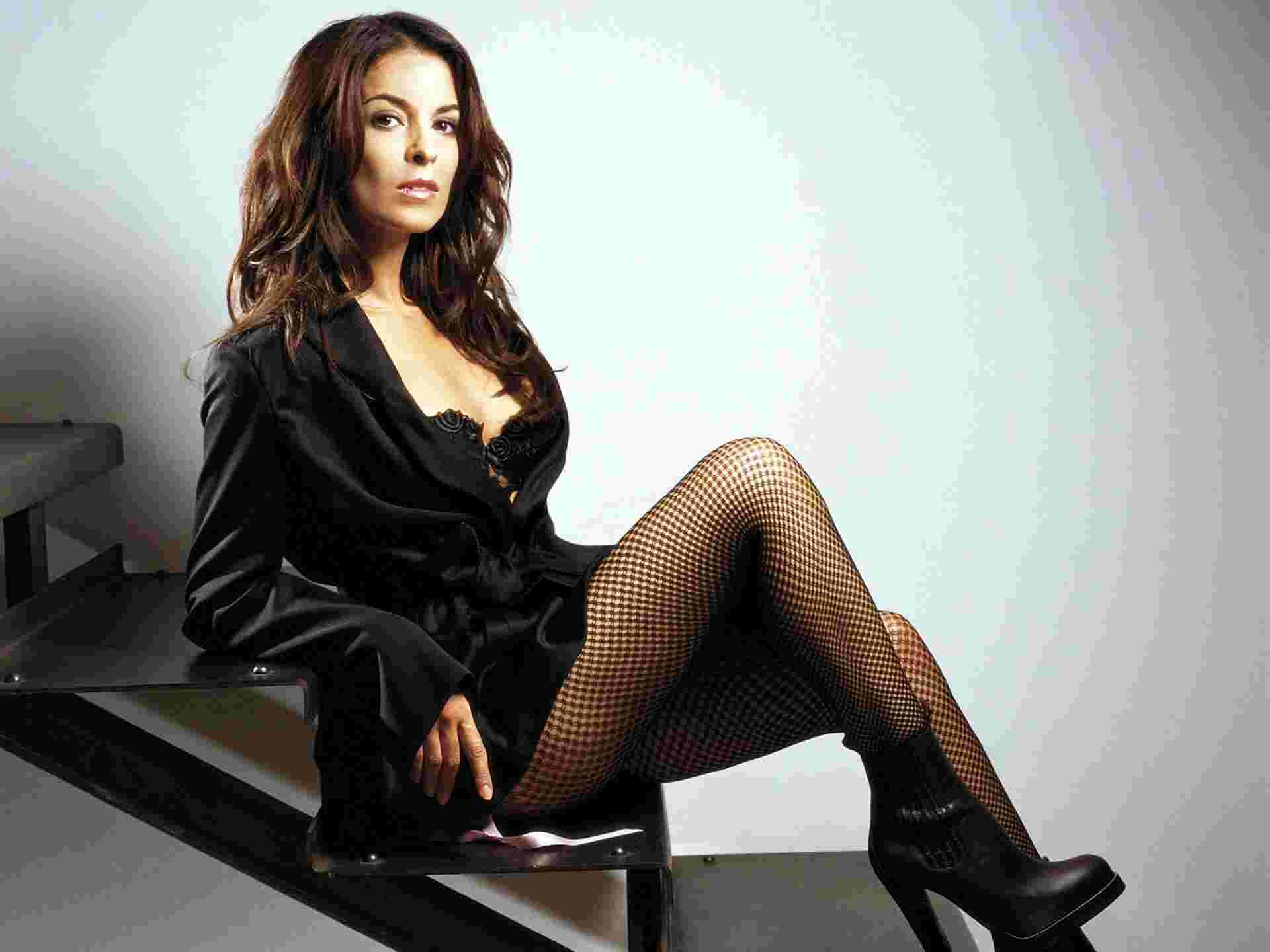 Image result for Itali Actress Annabella Sciorra hot