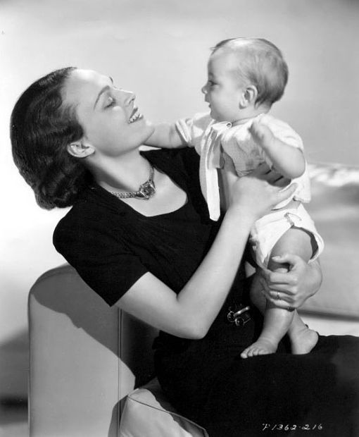 Anthony Quinn And Katharine Demille Had Five Children Christopher 1939 1941 At Aged Two Drowned In Anthony Quinn Hollywood Forever Cemetery Hollywood Book