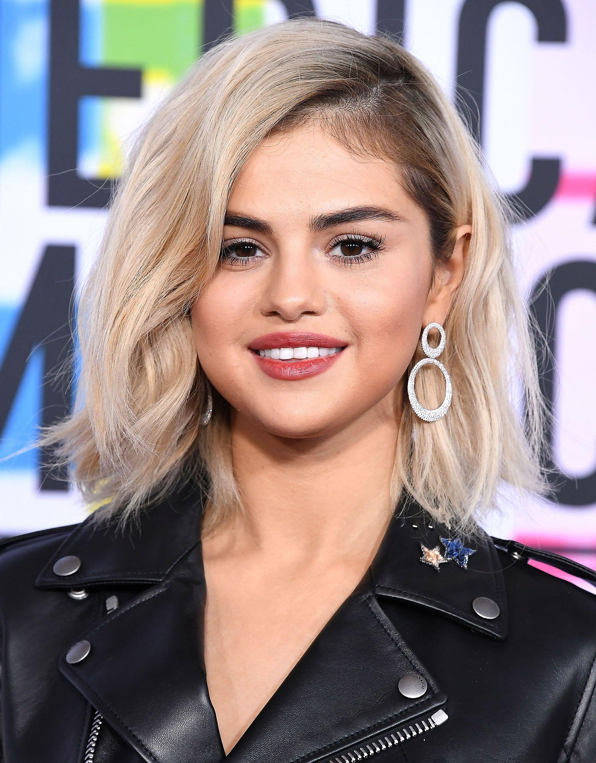 Selena Gomez Is Blonde Now Here S What We Know Selena Gomez