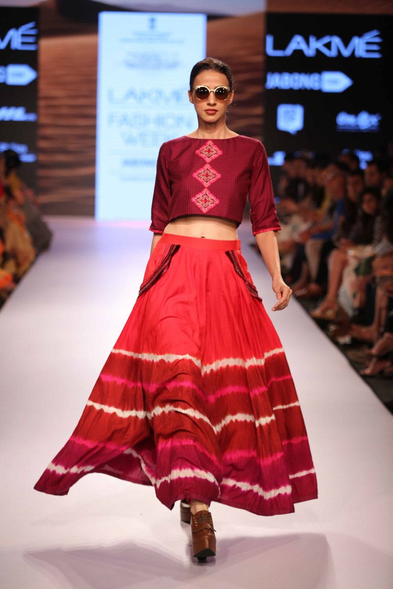 Lakme Fashion Week Shruti Sancheti At Lfw Sr 2015 Great Detail On The Top To Contrast The Skirt Lakme Fashion Week Fashion Indian Fashion
