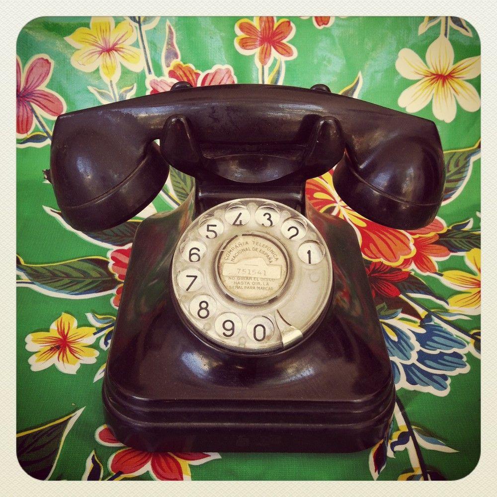 $65  Teléfono de baquelita, años 50. via Bahía, confecciones, recuerdos y puestas de sol.. Click on the image to see more!