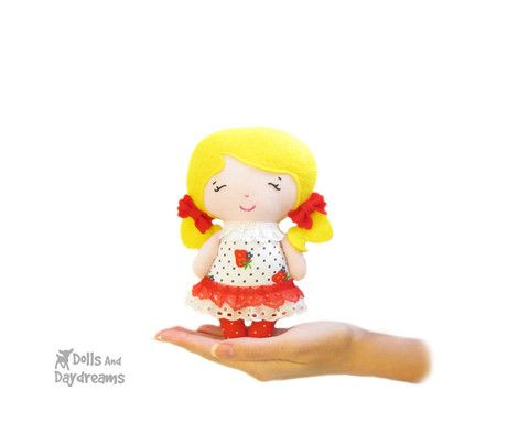 Tiny Tot Sewing Pattern - Dolls And Daydreams 11-01-14