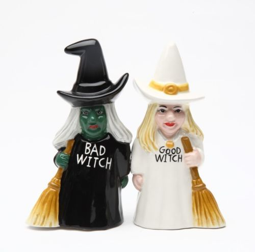 GOOD-WITCH-AND-BAD-WITCH-CERAMIC-SALT-PEPPER-SHAKERS-MAGNETIC-ATTACHED-CUTE