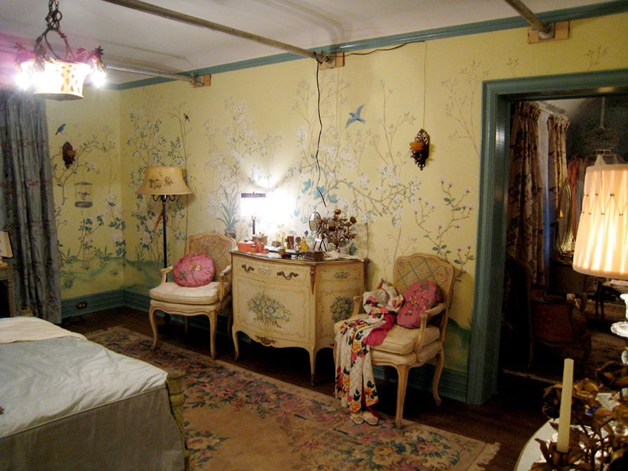 The wallpaper/painting of Grey Gardens room. Because, yeah ...