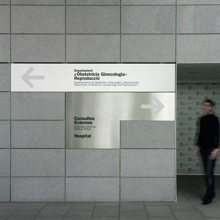 Signage for the usp dexeus university institute clasebcn for Design della comunicazione universita