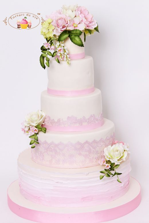 Tort De Nunta Cu Ruffles Roz Si Dantela Torturi De Nunta Wedding