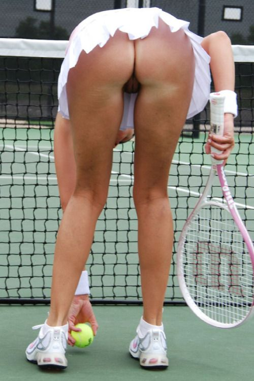 over bending nude sharapova Maria