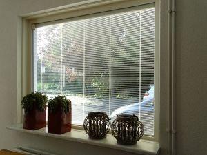 Screenline is jaloezieën tussen het glas raamdecoratie uitstekend