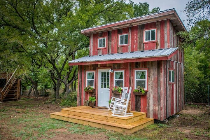 Cozy cabin little red hen 12 min to magnolia tiny