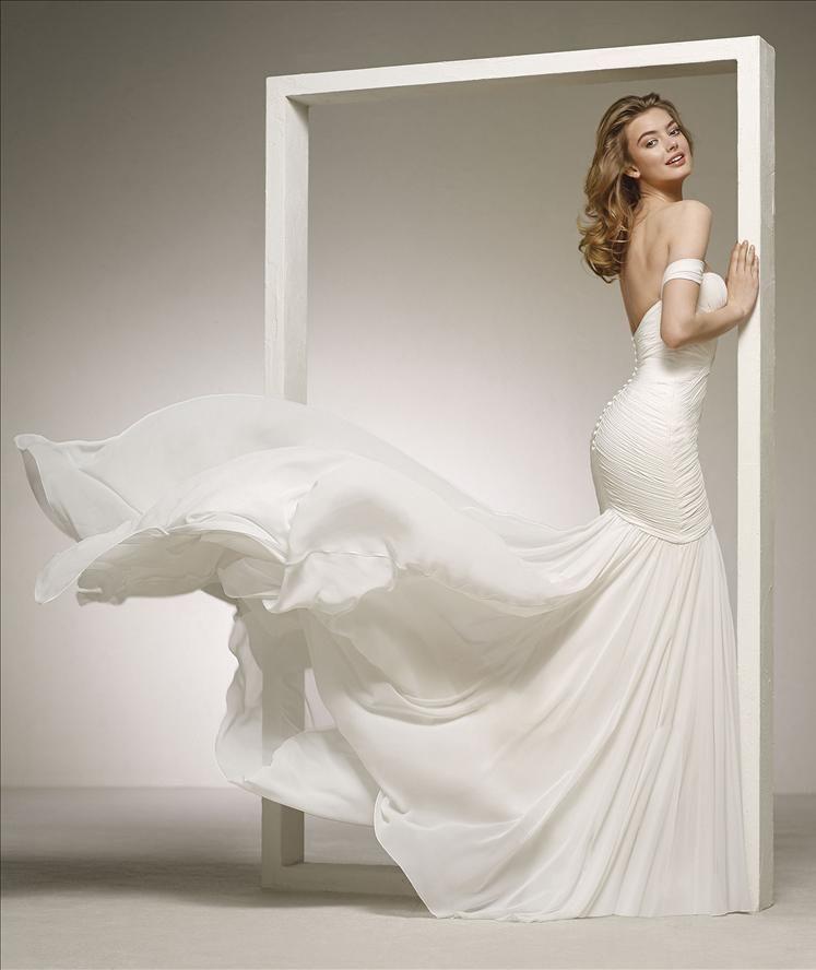 6d698f2bdc03 DARLENE från Pronovias 😍  promsandweddings  weddingdress  brides   brudekjole  brudklänning  copenhagen