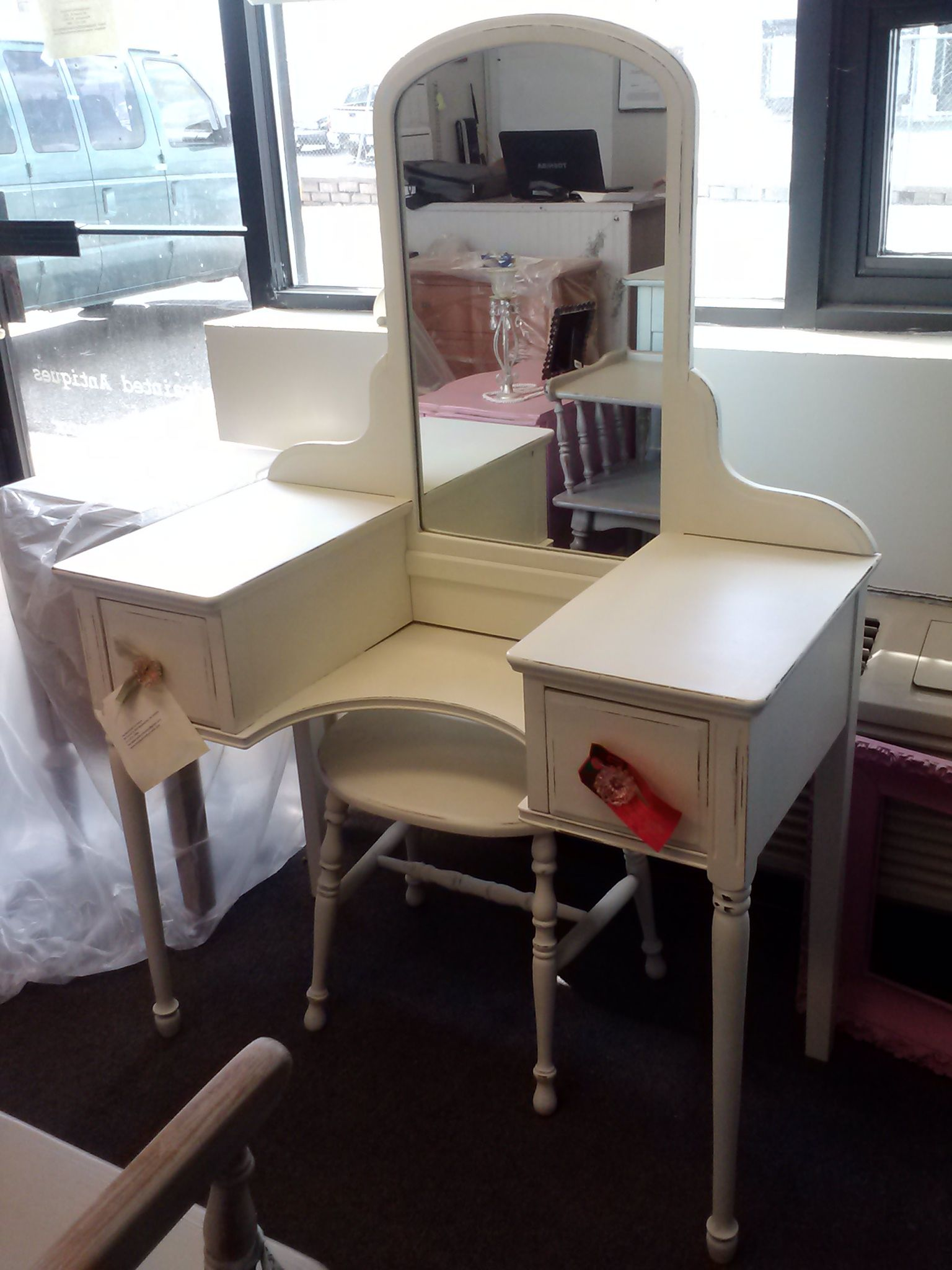 vintage vanity, dressing table, shabby chic, country