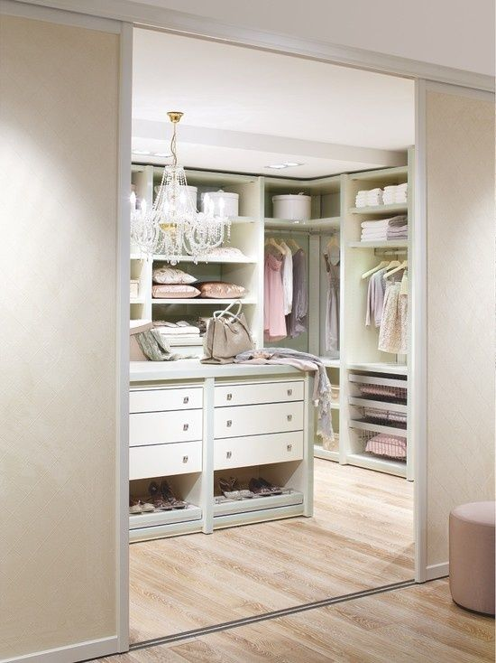 Feminine Walk-In Closet Design Ideas