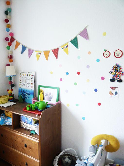 Vintage DIY Wanddeco f r das Kinderzimmer ausgestanzte Punkte