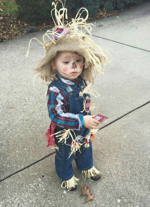 DIY cheap Toddler halloween scarecrow costume. #scarecrowcostumediy