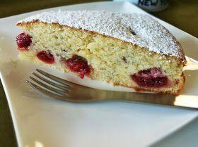 Veganer und herrliche fluffiger Vanille-Kuchen mit saftigen Kirschen ...