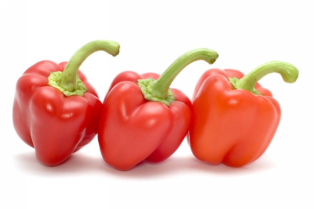 ان نصف طبق من الفليفلة الحمراء الحلوة يحتوي على أكثر من مثلي الجرعة اليومية الموصي بها من فيتامين ج كما أن الأطعمة التالية Stuffed Peppers Veggies Vegetables