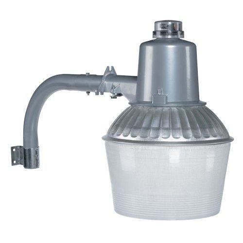 Outdoor 150 Watt Floodlight With Low Light Sensor In Aluminum Flood Light Fixtures Outdoor Flood Lights Globe Electric