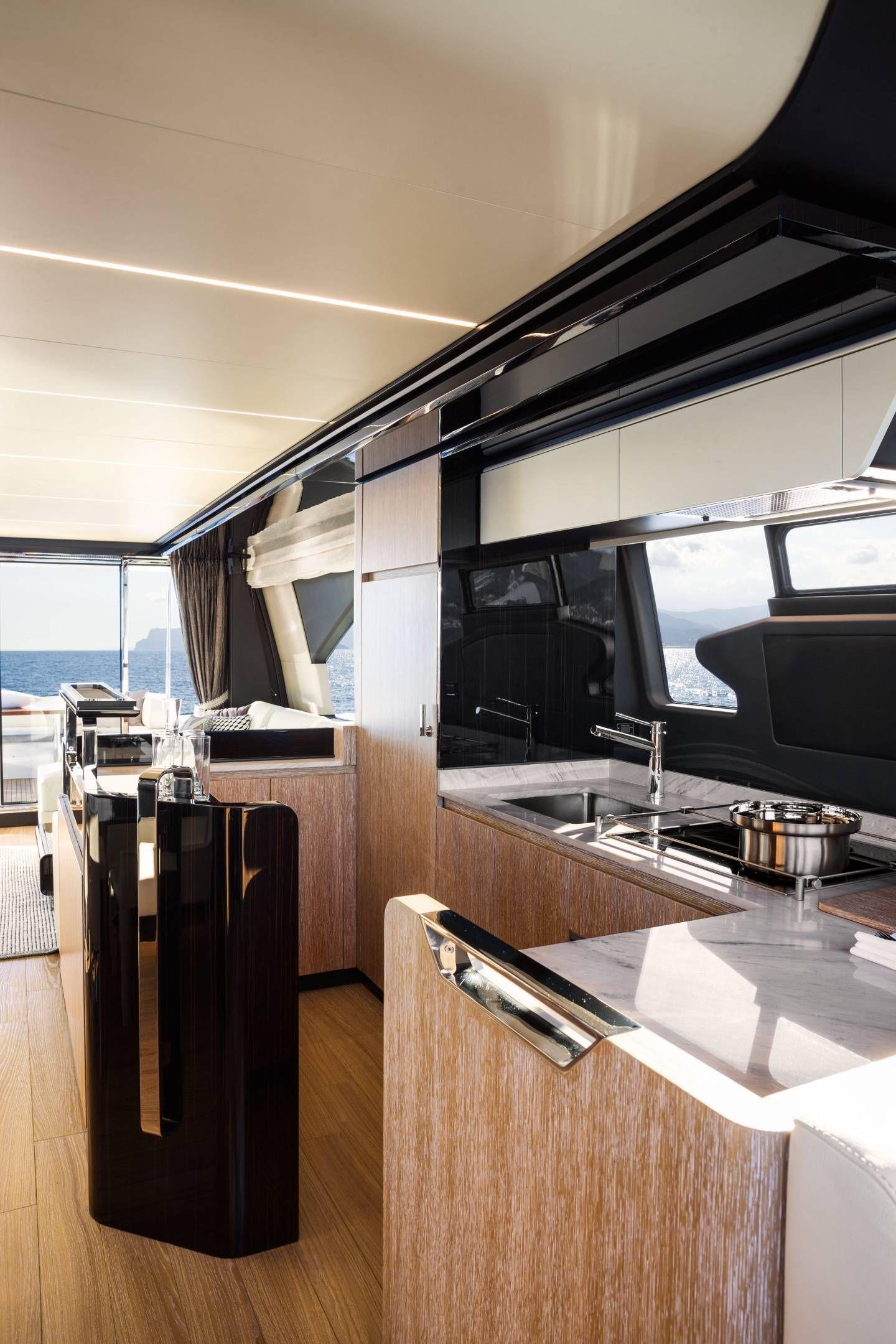 阿茲慕72 | 阿茲慕遊艇官方機構| 奢侈遊艇銷售 #yachtboatinterior in 2019 ...