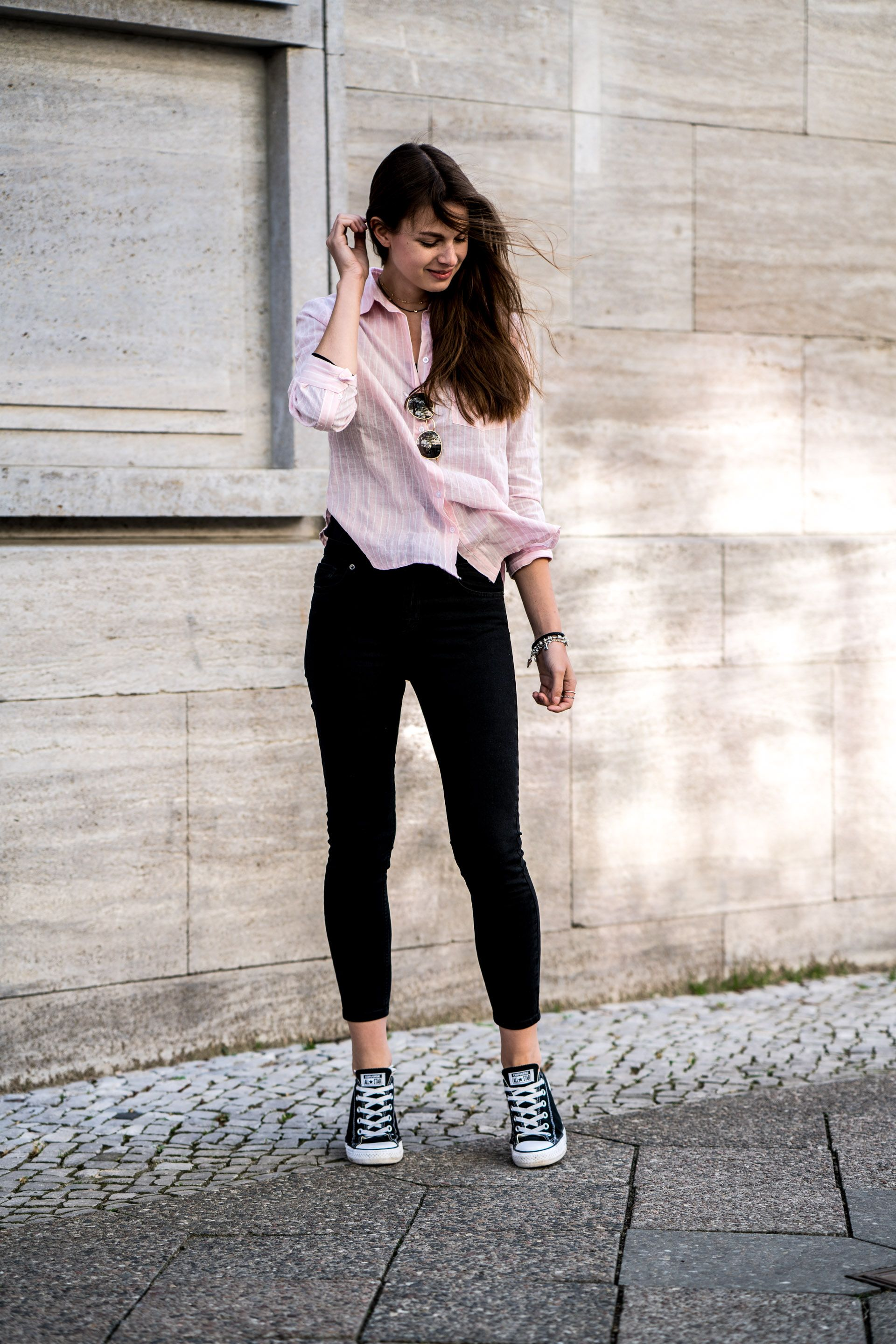 black jeans with black converse