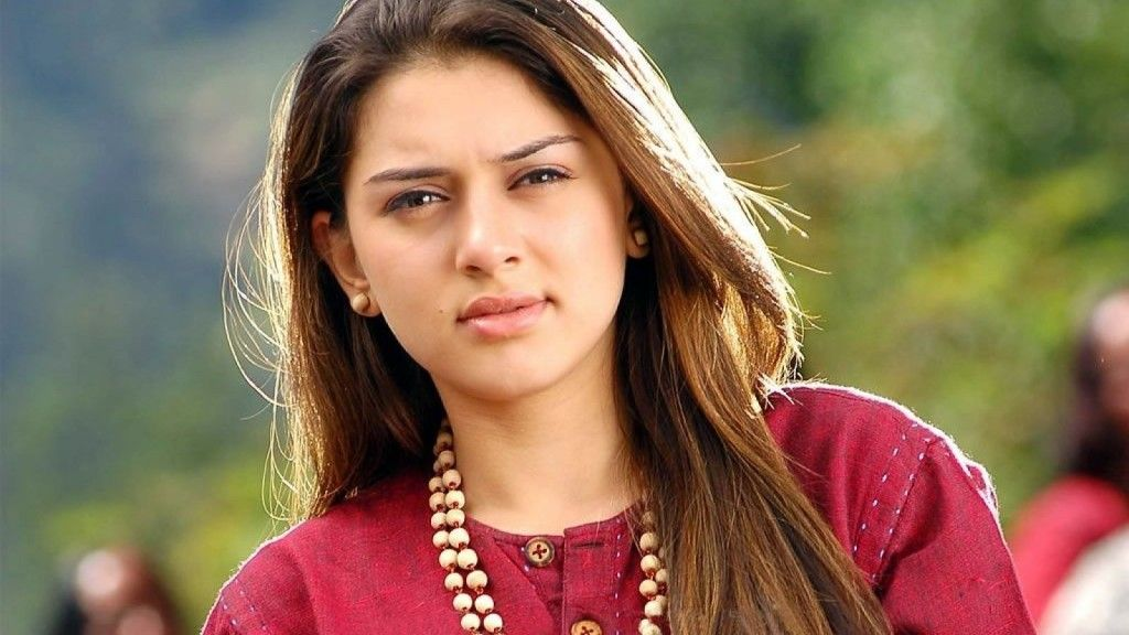 Hansika Started Her Tv Vocation With Shaka Laka Boom She Later Acted In Des Mein Niklla Hoga Chand Fo Actresses Indian Actresses Bollywood Actress Hot Photos