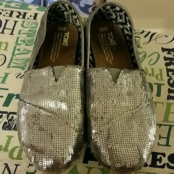 Toms glitter silver shoes Silver sequin TOMS. Size 5.5 used shoes and on toes, some sequins have come off,  but still good to wear. TOMS Shoes Flats & Loafers