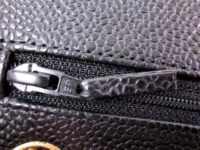 Modern Eclairpryp Zipper On A Authentic Chanel Caviar Classic Bag From The 2005 Collection This Style Of Ep Zipper Is Usually Found On Authentic 2 55 Classic