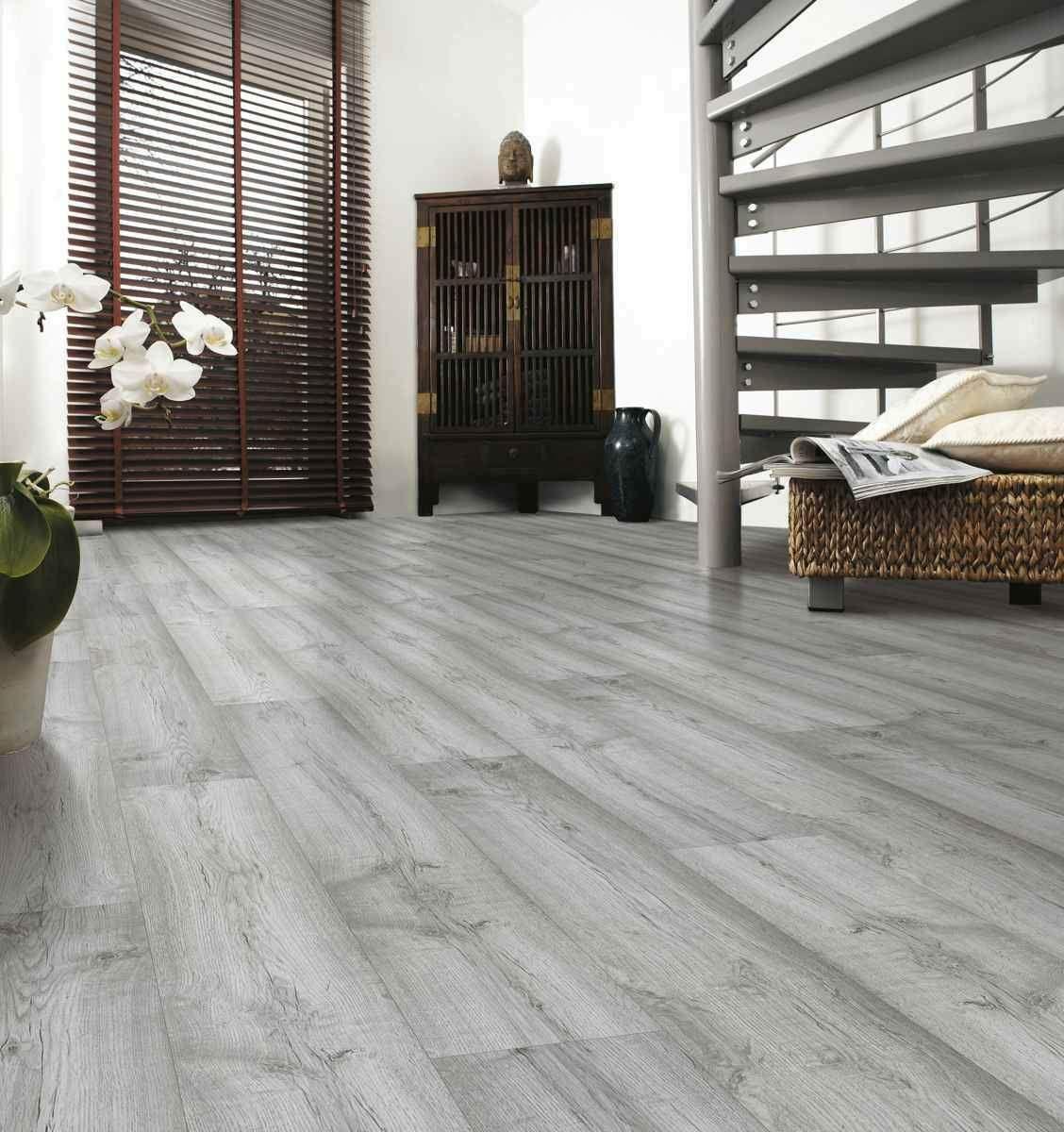 Kronospan Vario Plus Dartmoor Oak The Kronospan Vario Plus Dartmoor Oak Is A Stylish Classy Grey Lamina In 2020 Grey Laminate Flooring Flooring Laminate Flooring