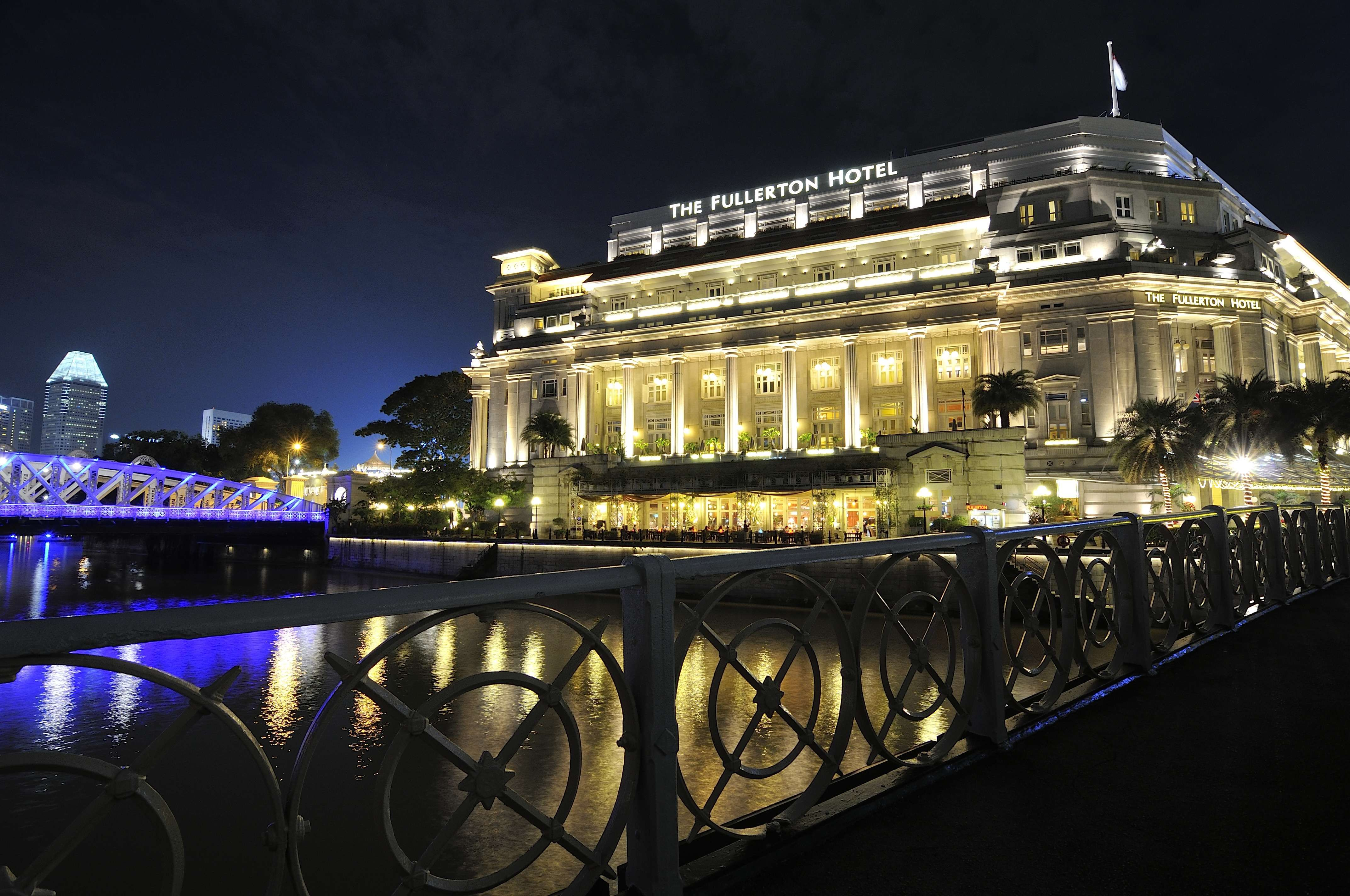 The Fullerton Hotel Singapore 6 Star Luxury Fullerton Hotel Holiday Photos Places Around The World