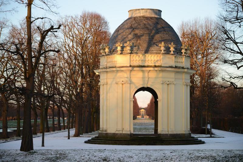 "HANNOVER Herrenhäuser Gärten ""Bei der Graft"" royal gardens"