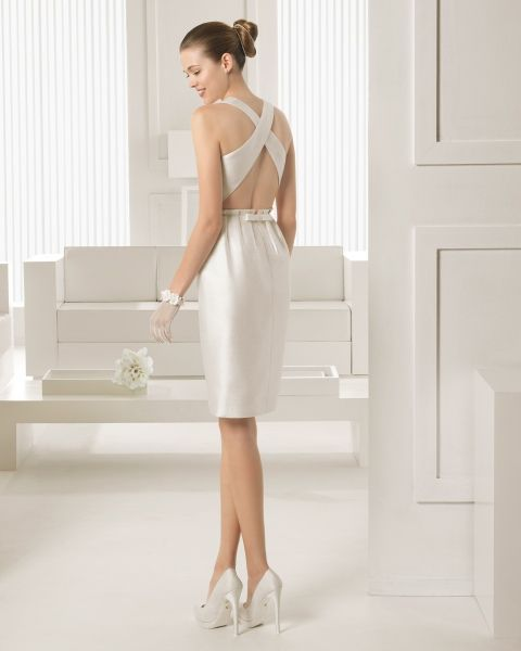 vestidodenovia traje de seda rústica corto en color marfil. zapato