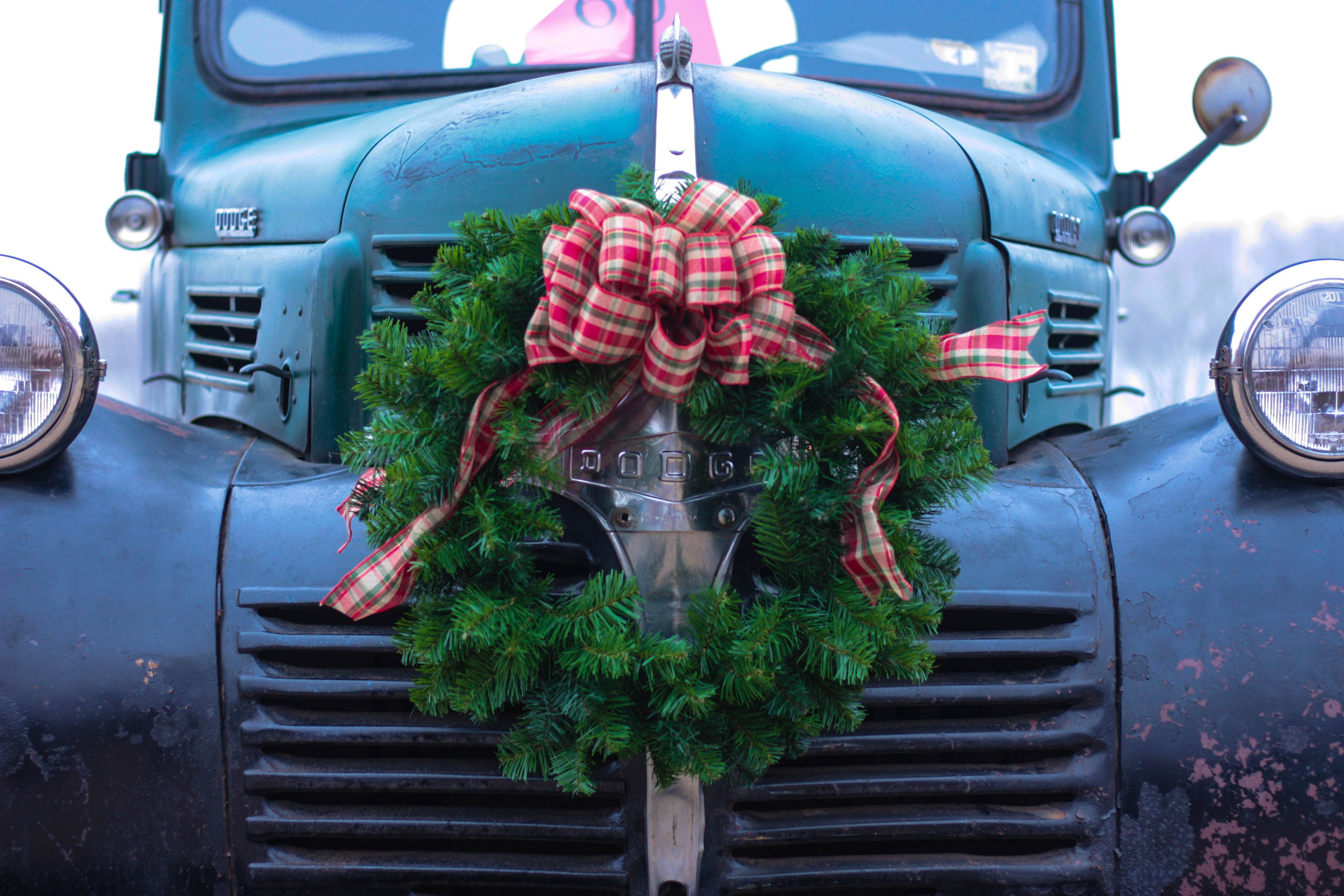 Christmas Parade (Madison MS) Dodge Green wreath, How to