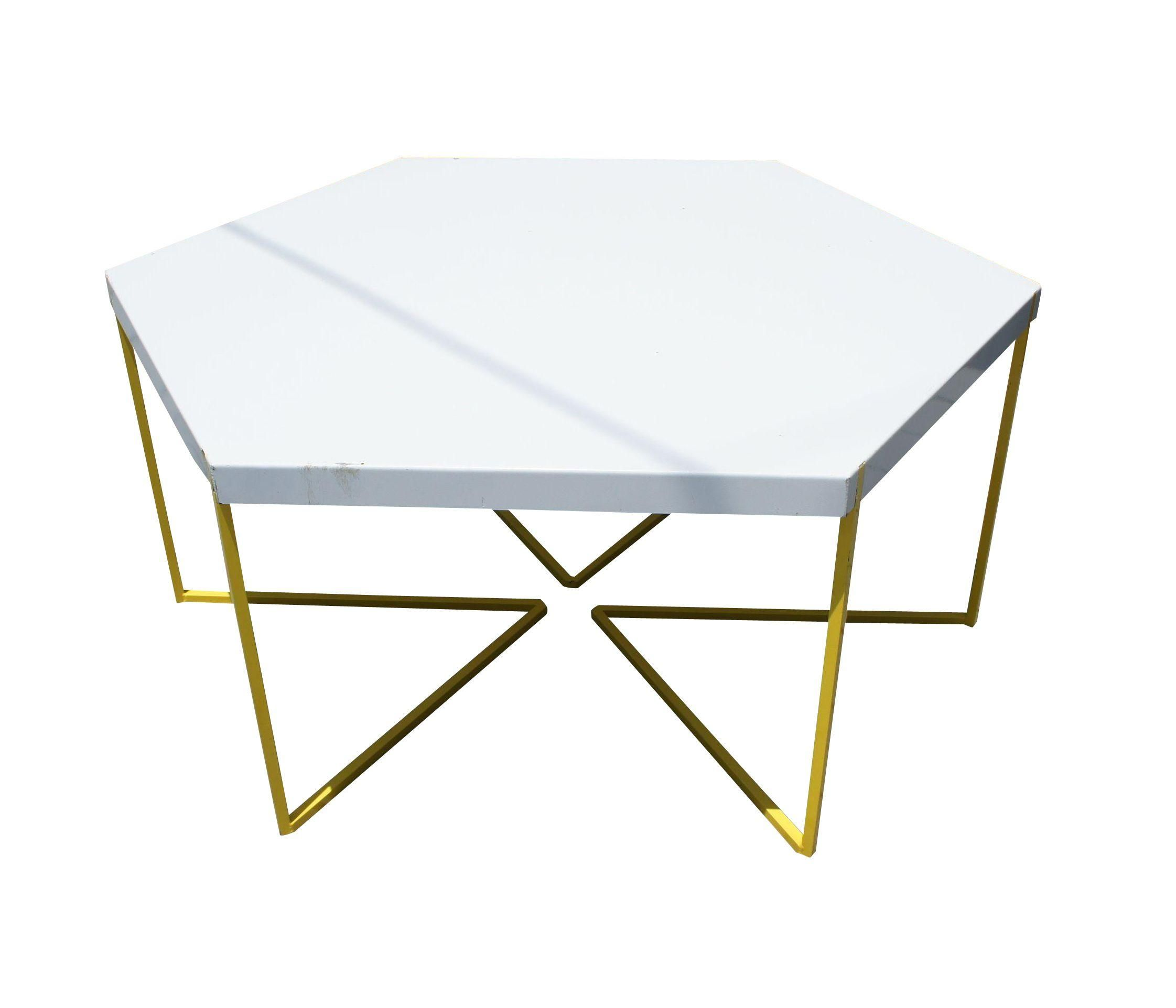 The patio deserves some attention This Modern coffee table will