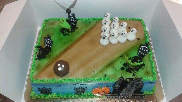 Halloween bowling cake
