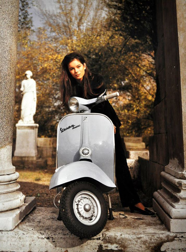 vespa super geraldine chaplin vespa pinterest. Black Bedroom Furniture Sets. Home Design Ideas