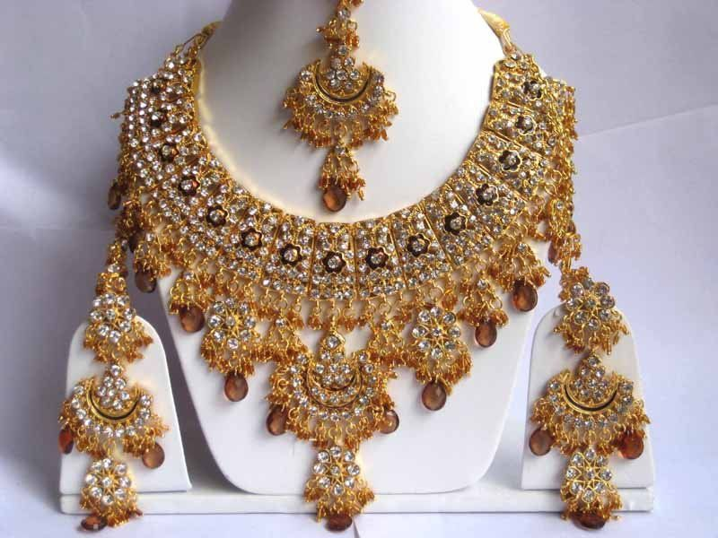 Beauty | Indian bridal jewelry sets, Indian wedding jewelry, Gold bridal  jewellery sets